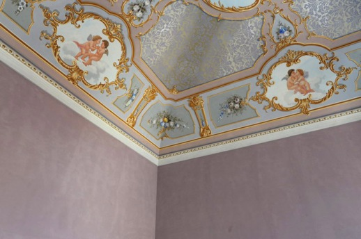 tecnicas-antiguas-pintura-restauracion-techo-interior-mural-clasico-antiguo-700x466