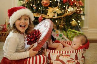 bambini-natale-regali